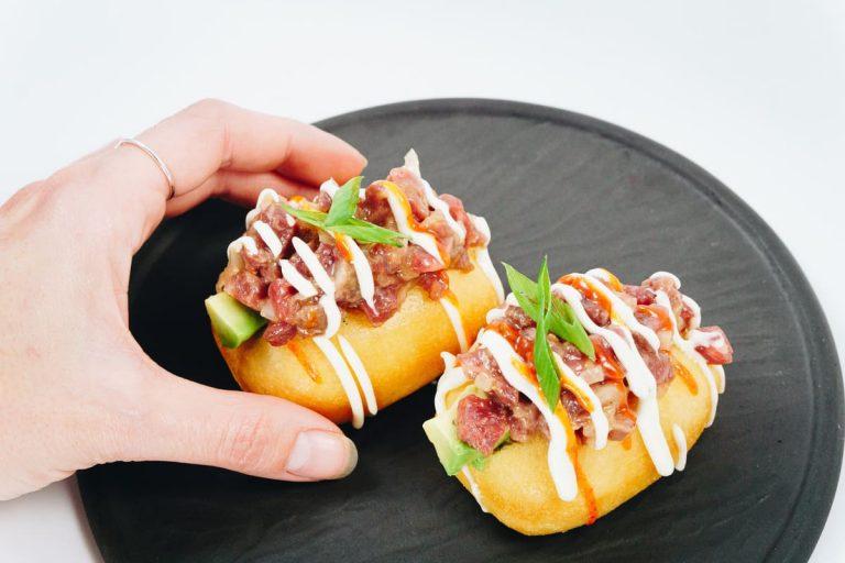 Bun Tartar, con salsa sriracha, de Miss Sushi