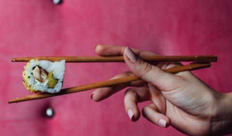 Coger los palillos correctamente