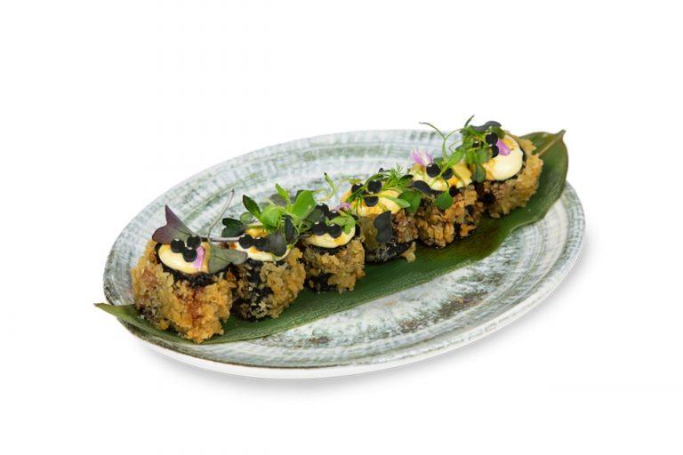 Crujiente de berenjena con misi y perlas, de Miss Sushi
