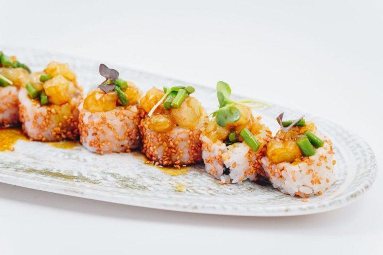 Miss Bubba Gump, con salsa sriracha, en Miss Sushi