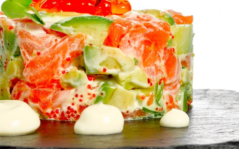 Tartar de salmón, con aguacate, la combinación perfecta