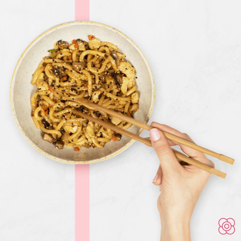 Sabroso plato de udon de pollo, en Miss Sushi