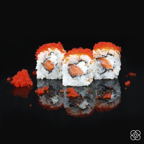 Tobiko, con salmón noruego,en Miss Sushi